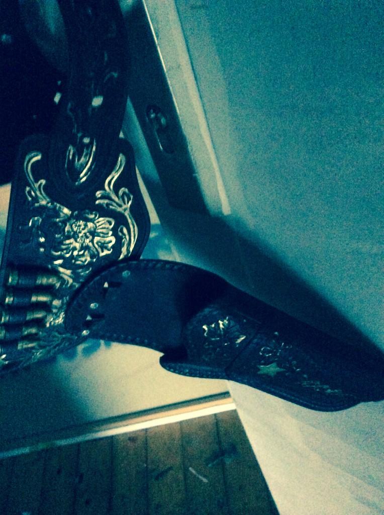 Von deinen Weihnachtsgeschenken diese Jahr enttäuscht? Sich dieses Jahr richtig geil selber was schenken?  Die18cm lange Tafel Pinklila farbenes Papier mit den Nullen drauf gegen was großes Buntes eintauschen? Silvia organisiert gern zwischen den Jahren ganz unkompliziert einen Ankauf Termin bei Seak in der Werkstatt.